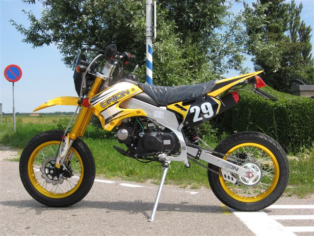 Streetlegal AGB-29 50cc Suzuki-yellow (sold out)