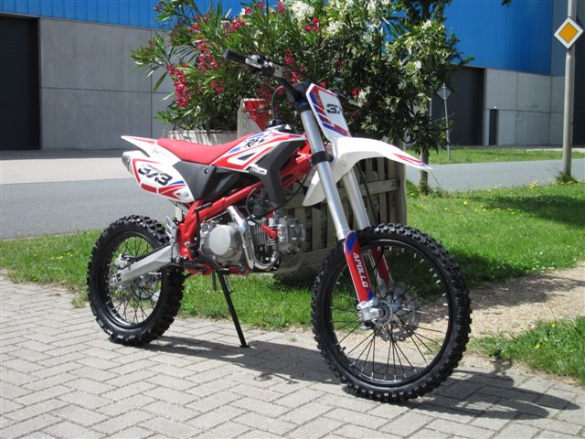 AGB-37 crf-3 rood